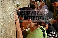 Kotel Women Praying 058