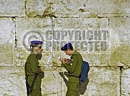 Kotel Soldier Praying 0019