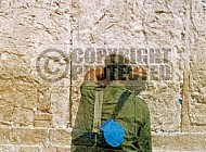Kotel Soldier Praying 024