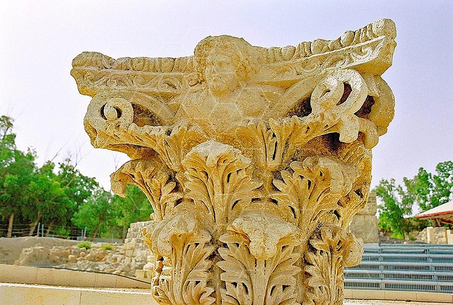 Beit She'an Roman Column 004