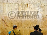 Kotel Soldier Praying 038