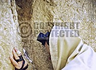 Kotel Man Praying 004
