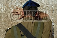 Kotel Soldier Praying 004