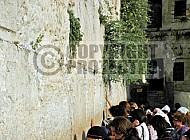 Kotel Women Praying 032