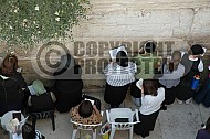 Kotel Women Praying 051