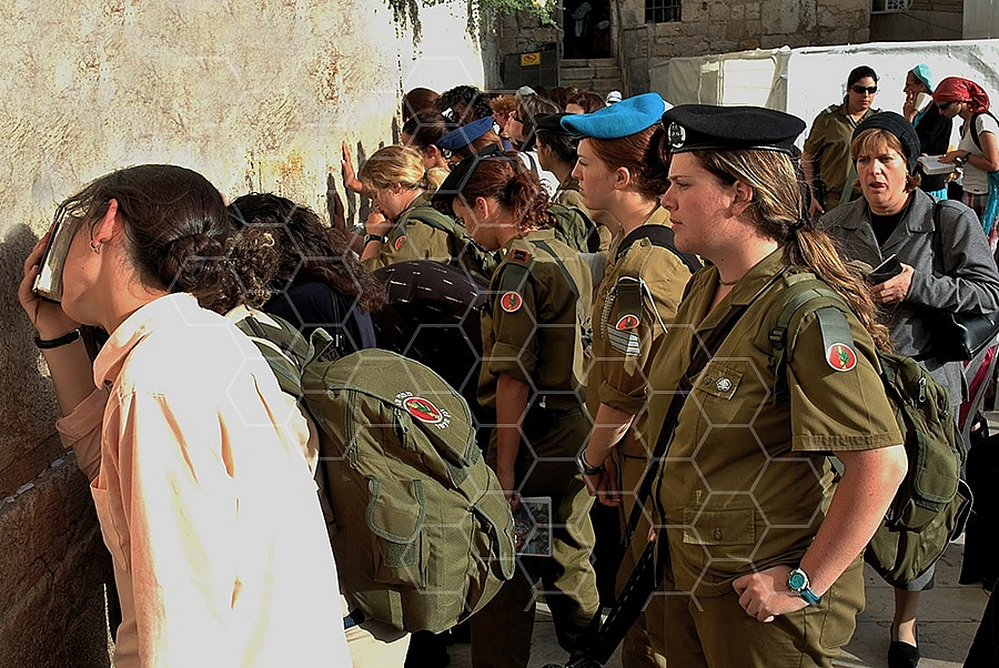 Kotel Women Praying 021