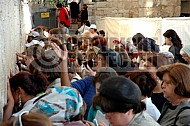 Kotel Women Praying 039