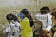 Kotel Women Praying 037