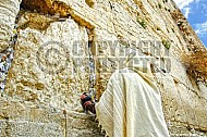 Kotel Man Praying 007