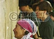 Kotel Women Praying 070
