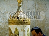 Kotel Torah Praying 038