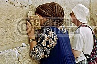 Kotel Women Praying 018