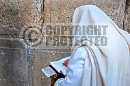 Kotel Man Praying 002