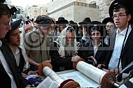 Kotel Torah Praying 020
