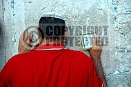 Kotel Man Praying 031