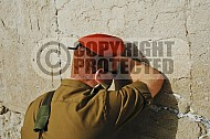Kotel Soldier Praying 008