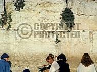 Kotel Women Praying 036