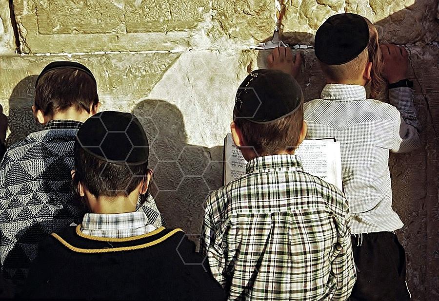 Kotel Children Praying 012