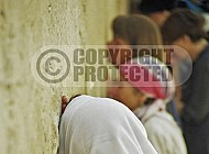 Kotel Women Praying 020