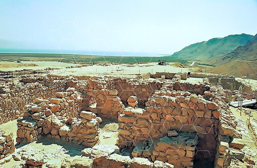 Qumran Rooms 002