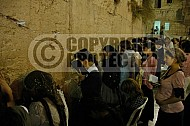 Kotel Women Praying 055