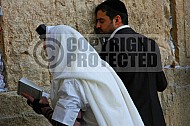 Kotel Man Praying 037