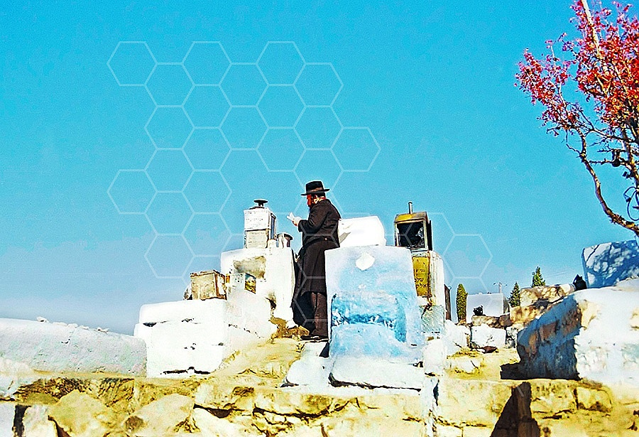 Safed Haari Tomb 001