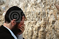 Kotel Man Praying 009