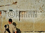Kotel Soldier Praying 0016