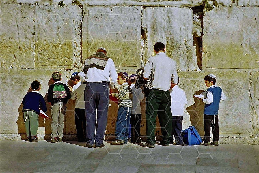 Children Praying 0002