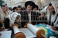 Kotel Torah Praying 017