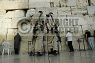 Kotel Soldier Praying 007