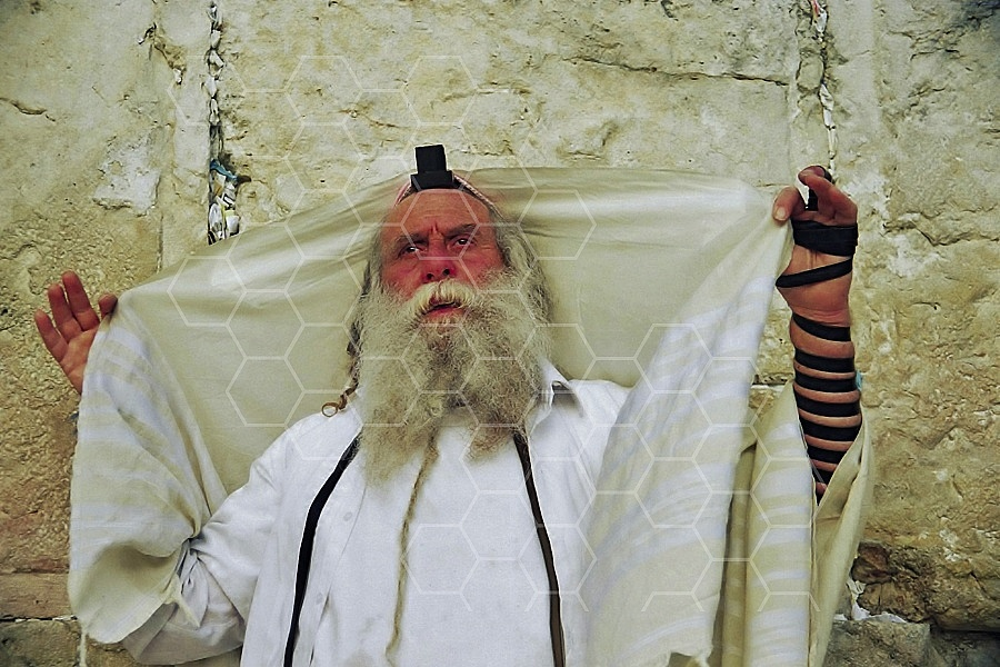 Kotel Man Praying 0029