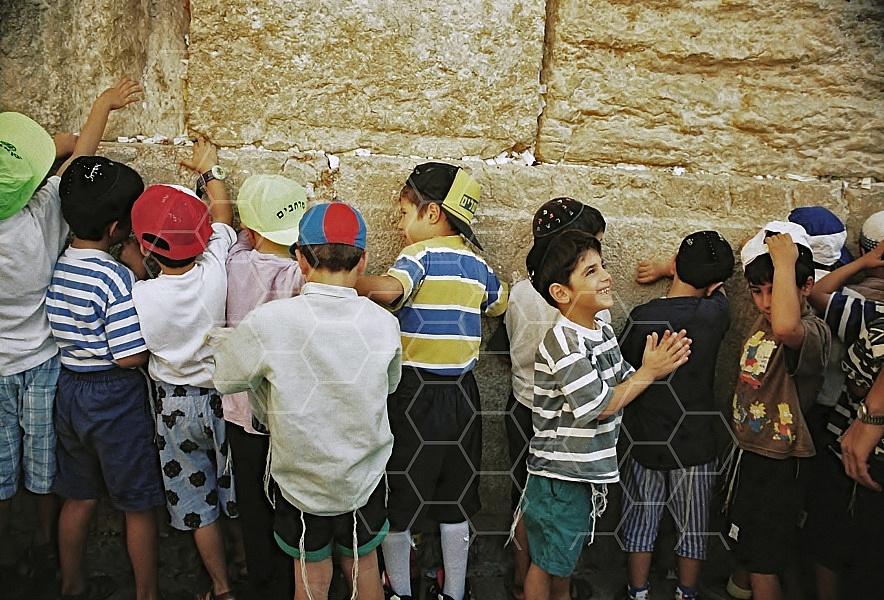 Children Praying 0018