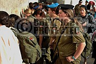 Kotel Soldier Praying 014