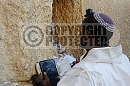 Kotel Man Praying 049