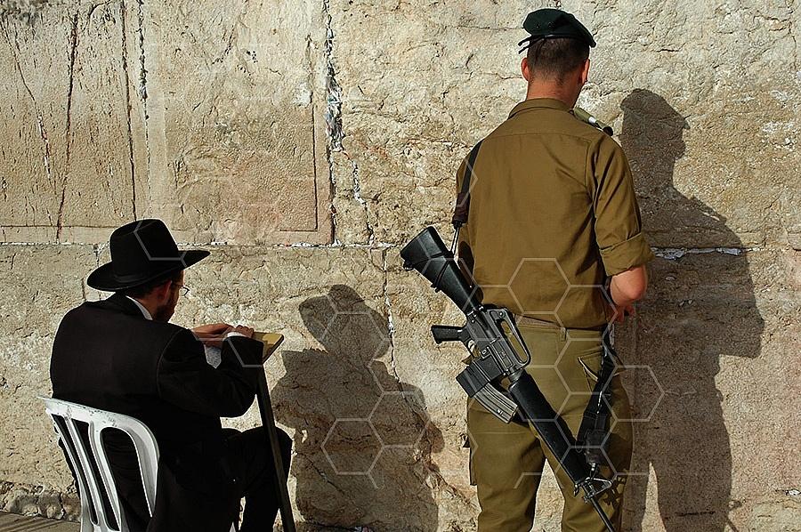 Kotel Soldier Praying 006