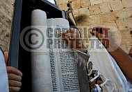 Kotel Torah Praying 029